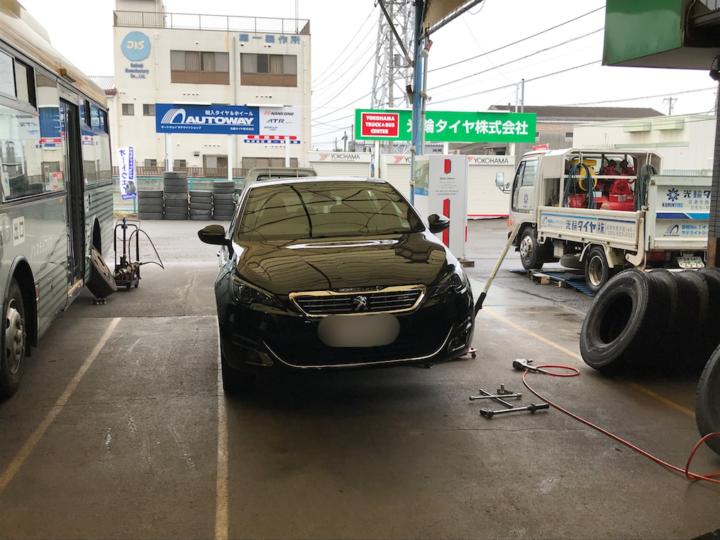AUTOWAY(オートウェイ) 手ぶら・持込(配送先指定) タイヤ交換 Peugeot プジョー 308 YOKOHAMA(ヨコハマタイヤ)225/40R18 92 W BluEarthA AE50 XL