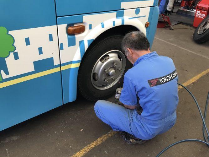 富士急シティバス タイヤ交換